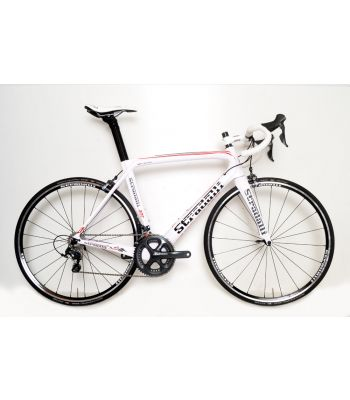 Stradalli AR7 White Team Full Carbon Aero Road Bicycle Shimano Ultegra 8000 11 Speed. Stradalli 22mm Lightweight Clincher Wheelset.