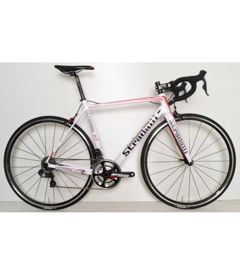 R7 White Pro Full Carbon Road Bike. Shimano Ultegra 8050 Di2 11 Speed. FSA Energy Crankset. Vision T25 Alloy Team Wheelset.